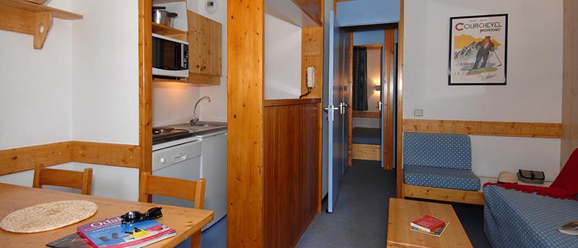 france_three-valleys-ski-area_courchevel_les_brigues_apartments_interior.jpg